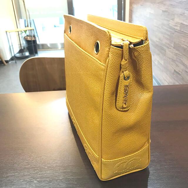 大阪のお客様からシャネルの【トリプル ココマーク】チェーンショルダーバッグを買取_02