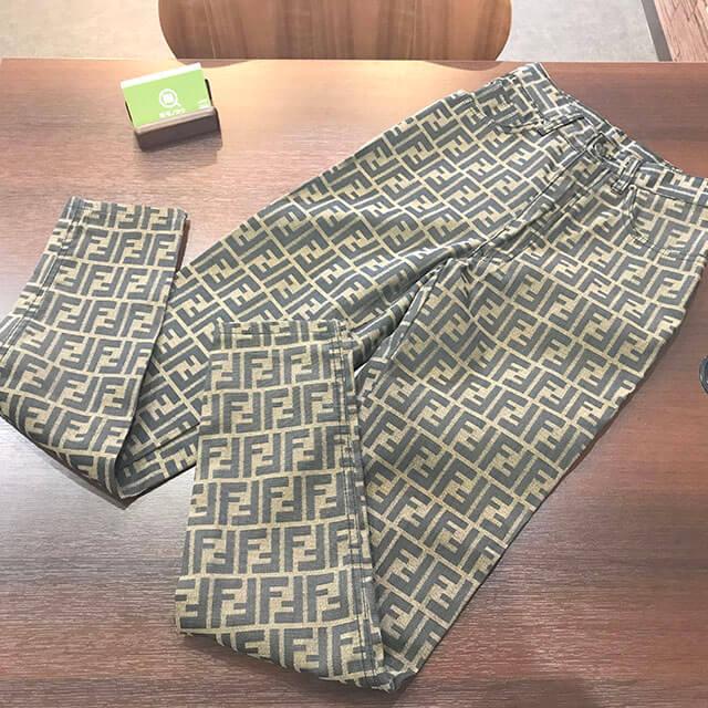 東成のお客様からフェンディの【ズッカ柄】パンツを買取_01