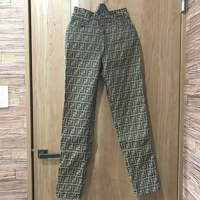 東成のお客様からフェンディの【ズッカ柄】パンツを買取_02