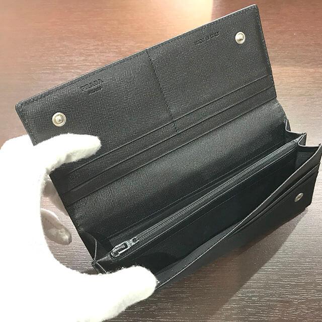 大阪のお客様からプラダの長財布を買取_02