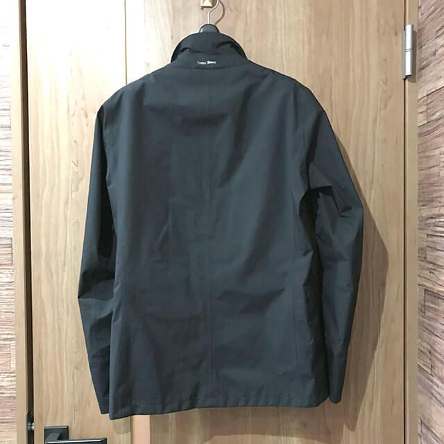 モノカウ心斎橋店にてHERNO Laminar(ヘルノ ラミナー)の【GORE-TEX】ジャケットを買取_02