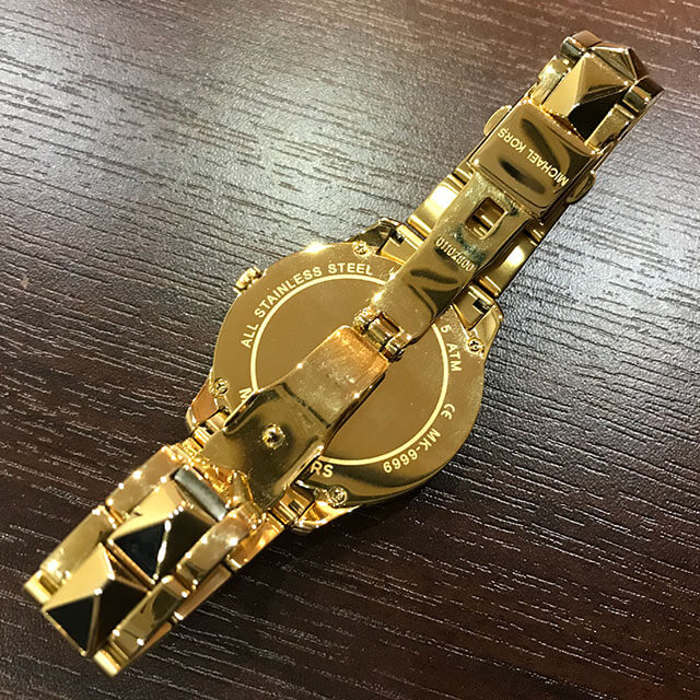枚方のお客様からマイケルコースの腕時計【RUNWAY(ランウェイ) 】を買取_02