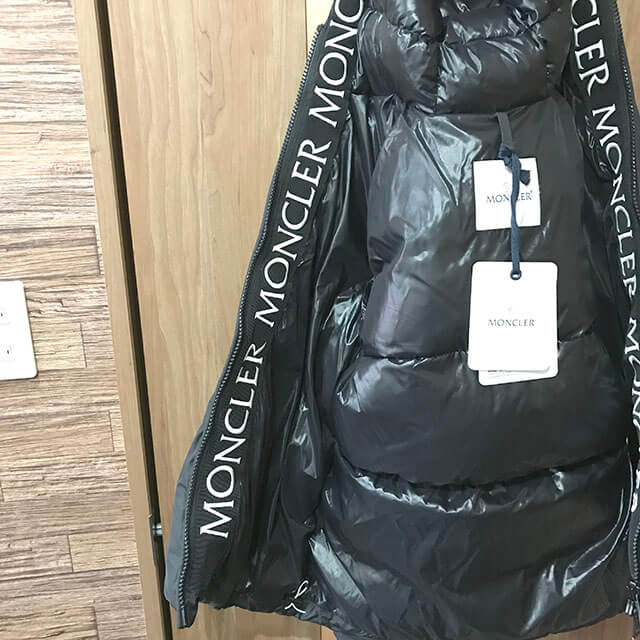 モノカウ心斎橋店にてモンクレールの完売必至の人気モデル【MONTCLA(モンクラ)】を買取_03
