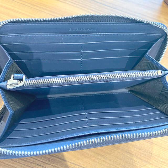 上本町のお客様からバーバリーのラウンドファスナー長財布を買取_04