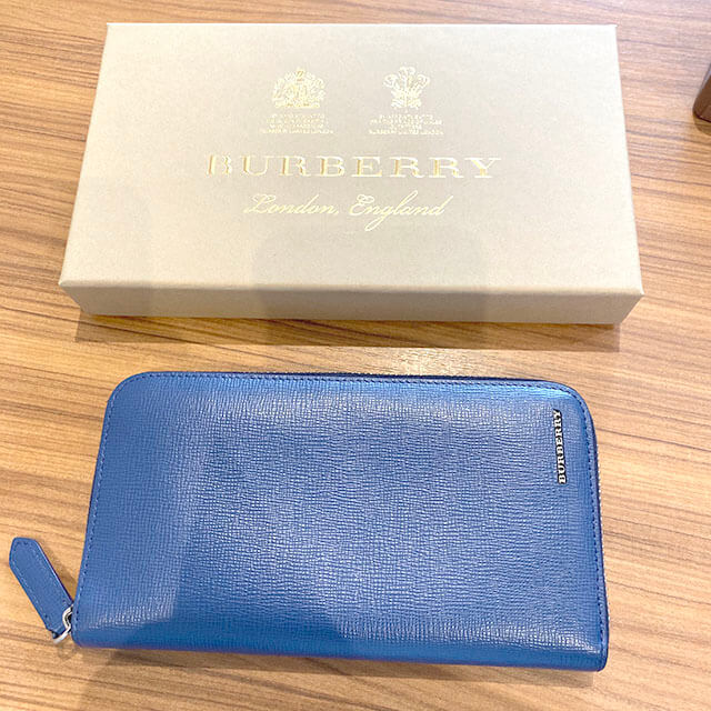 上本町のお客様からバーバリーのラウンドファスナー長財布を買取_03