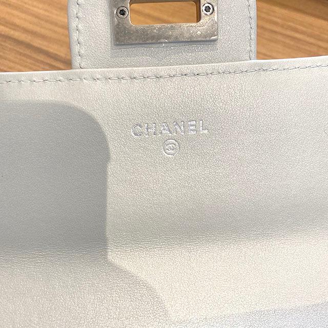自由が丘のお客様からシャネルの【2.55 シリーズ】の二つ折り財布を買取_03