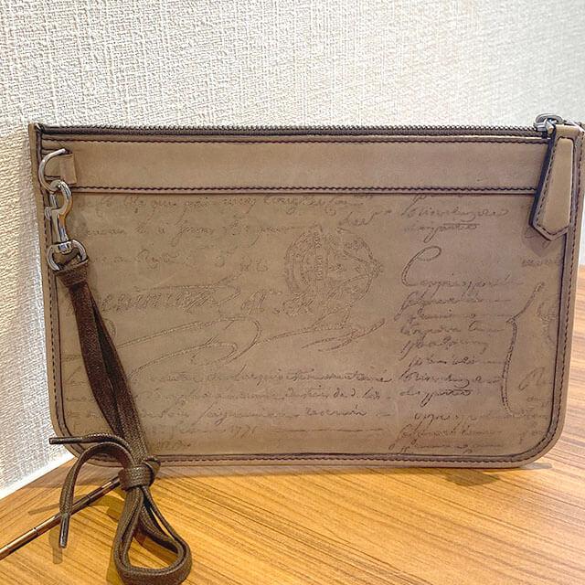 熊本のお客様からベルルッティのカリグラフィのクラッチバッグ【TESORO】を買取_02
