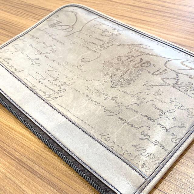 熊本のお客様からベルルッティのカリグラフィのクラッチバッグ【TESORO】を買取_04