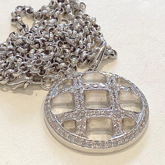 森ノ宮のお客様から18金ホワイトゴールドのダイヤ付きネックレスを買取_02