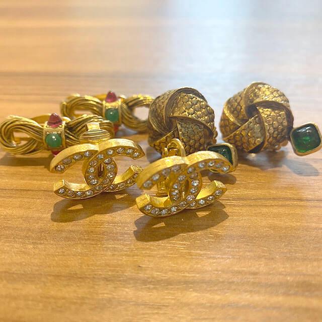 我孫子のお客様からヴィンテージシャネルのイヤリングやブローチを買取_03