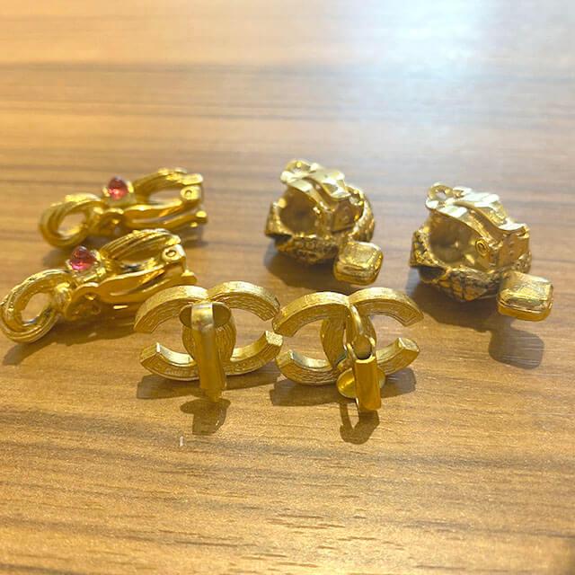 我孫子のお客様からヴィンテージシャネルのイヤリングやブローチを買取_04