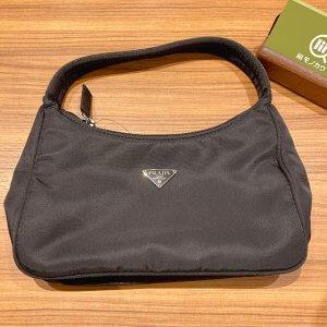 高田馬場のお客様から宅配買取にてプラダのナイロンハンドバッグを買取