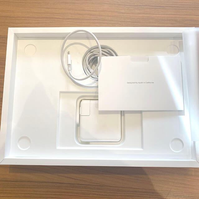 モノカウ心斎橋店にて高砂のお客様からアップルの最新版【MacBook Pro】を買取_04