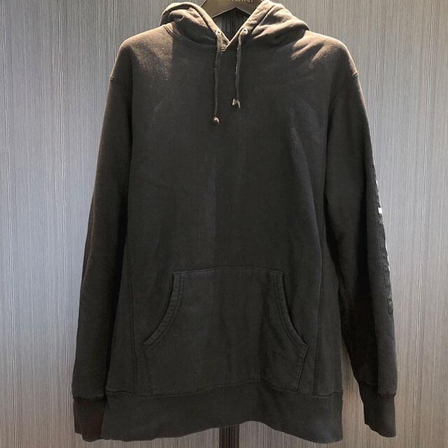 モノカウ心斎橋店にてシュプリームの【17SS Sleeve Patch Hooded Sweatshirt】を買取_01