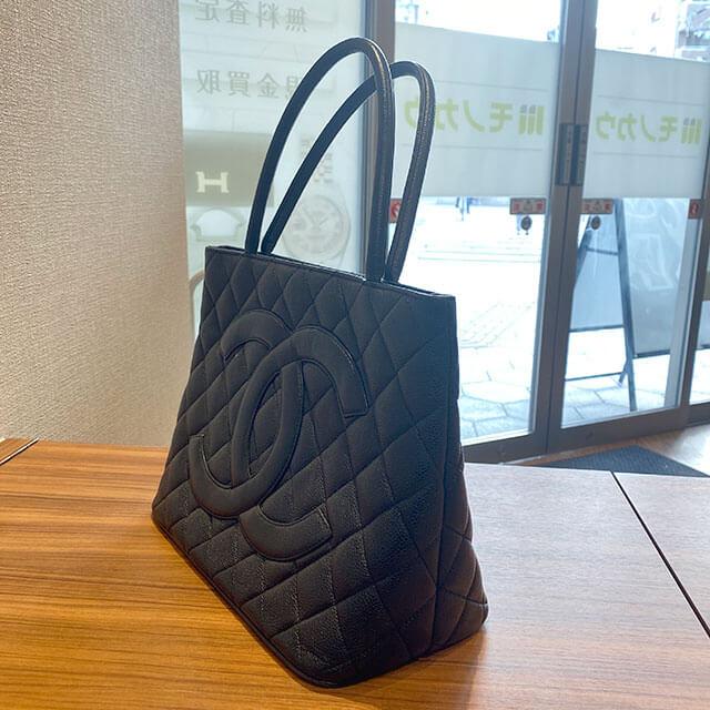 尼崎のお客様から宅配買取にてシャネルの【復刻トート】バッグを買取_02