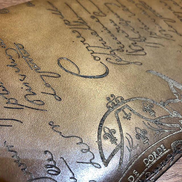 モノカウ心斎橋店にて伏見のお客様からベルルッティのカリグラフィの長財布を買取_04