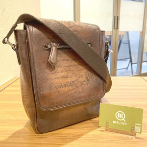 モノカウ心斎橋店にて和泉のお客様からベルルッティのカリグラフィのショルダーバッグを買取