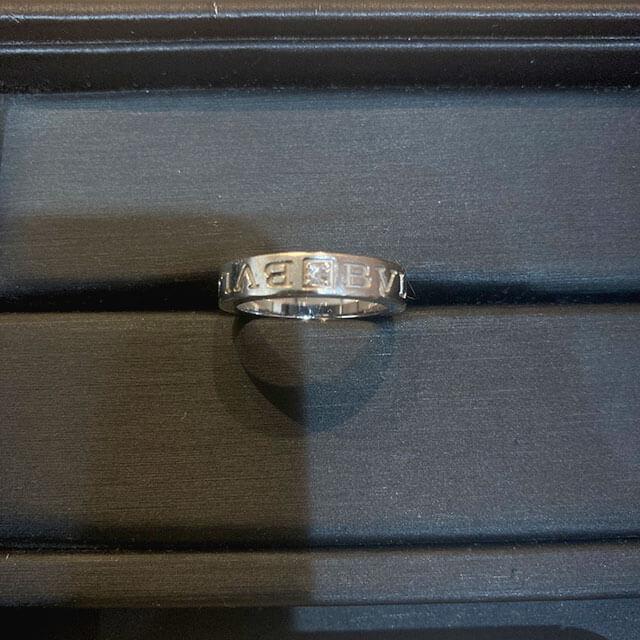 モノカウ緑橋店にて城東区のお客様からブルガリのK18WGの指輪【ダブルロゴリング】を買取_02